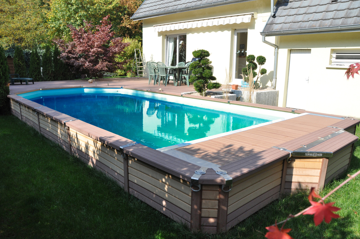 Piscine semi enterre for Piscine hors sol bois semi enterree