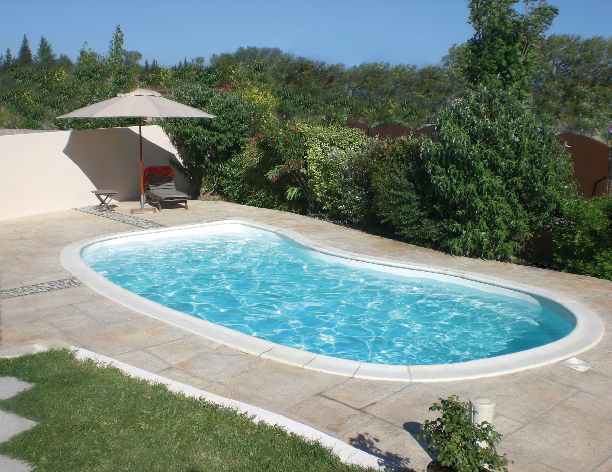 Votre sp cialiste piscine coque polyester nevers et for Construction piscine 84